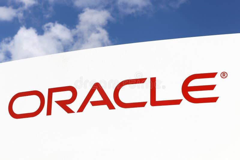 Logo di Oracle su un pannello fotografia stock libera da diritti