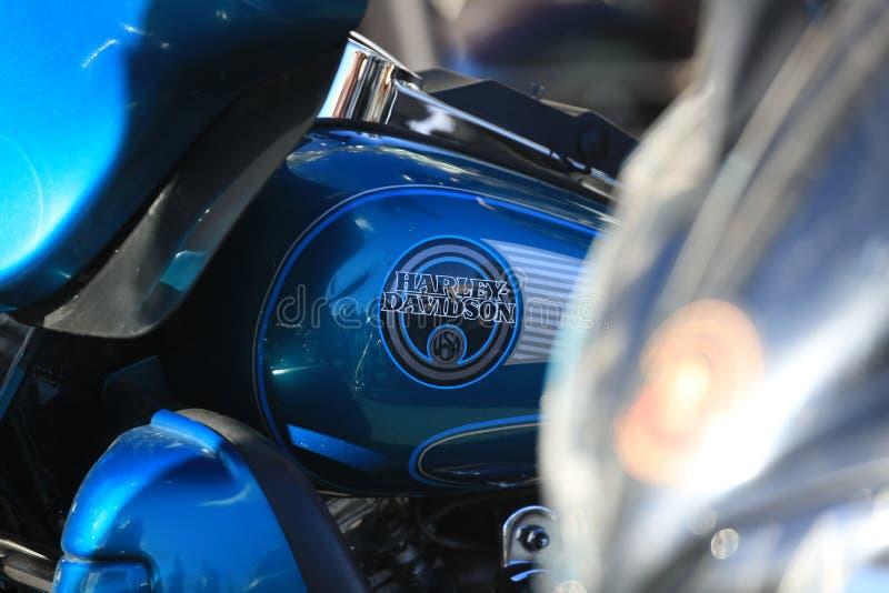 Logo di U.S.A. Harley-Davidson su un serbatoio di combustibile blu del motociclo immagine stock