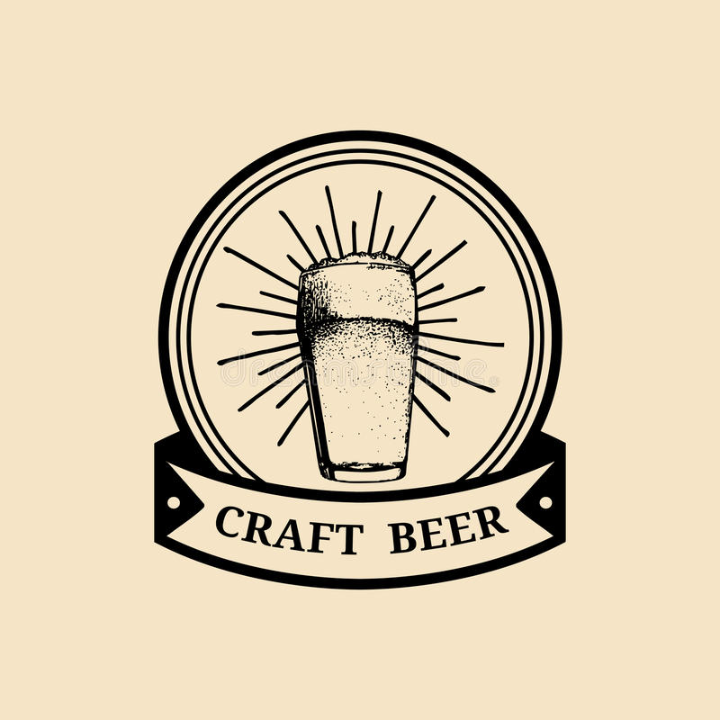 Logo di vetro di birra di Kraft Vecchia icona della fabbrica di birra Segno della tazza della lager retro La mano ha schizzato l' royalty illustrazione gratis