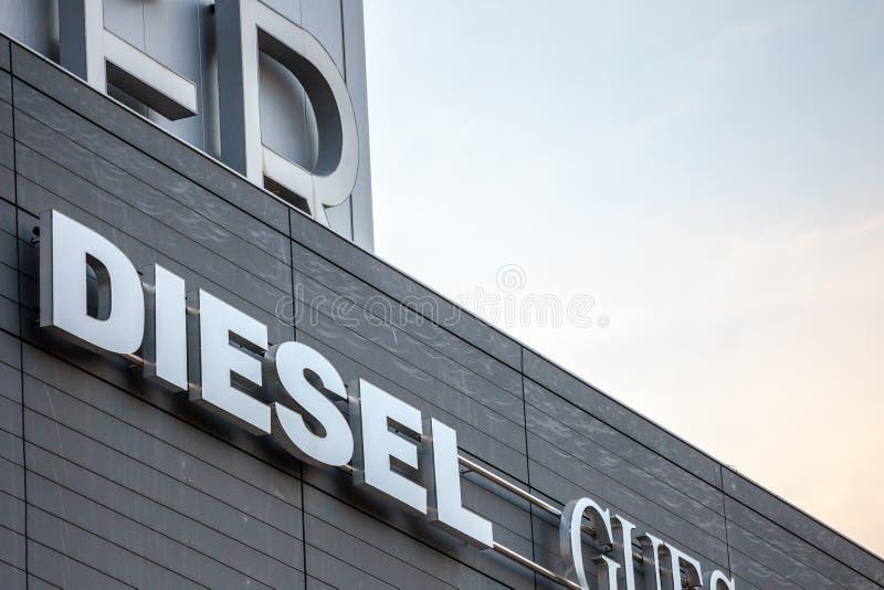 Logo diesel sur leur boutique principale pour Belgrade Le diesel est une société au détail italienne d'habillement spécialisée da photographie stock libre de droits
