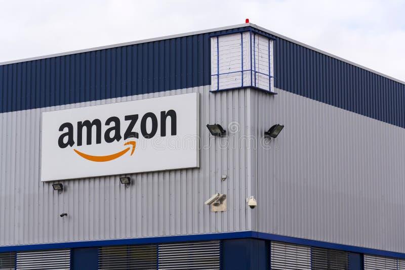 Logo elektronischen Geschäftsverkehrs Amazonas Firmenauf der Logistik, die am 12. März 2017 in Dobroviz, Tschechische Republik er lizenzfreies stockfoto