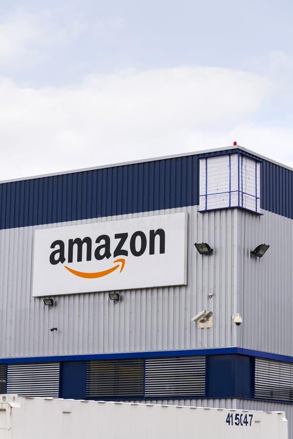 Logo elektronischen Geschäftsverkehrs Amazonas Firmenauf der Logistik, die am 12. März 2017 in Dobroviz, Tschechische Republik er lizenzfreie stockfotografie