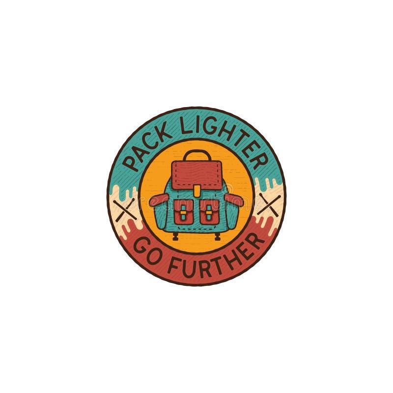 Logo Emblem se baladant Insigne tiré par la main de voyage de vintage En comportant le sac à dos plat coloré et l'aventure de cou illustration libre de droits