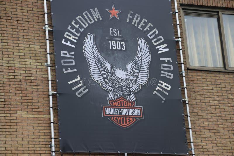 Logo et crête de Harley Davidson sur un magasin local dans le repaire aan IJssel de Nieuwerkerk près de Rotterdam aux Pays-Bas images libres de droits