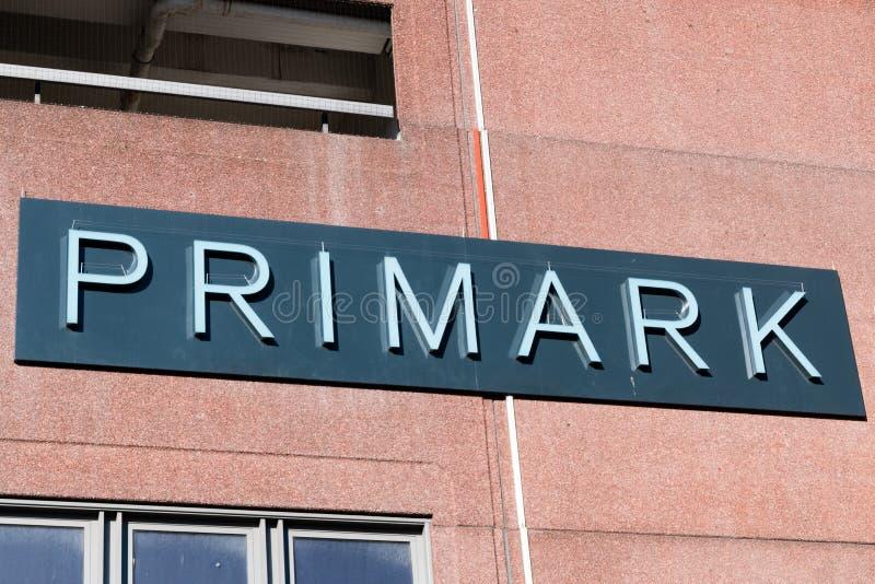 Logo et signe de Primark Primark est magasin de v?tements de mode photo stock