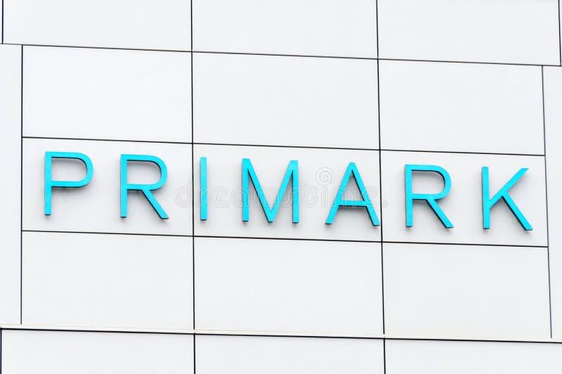 Logo et signe de Primark Primark est un détaillant irlandais d'habillement et d'accessoires de coût bas photographie stock