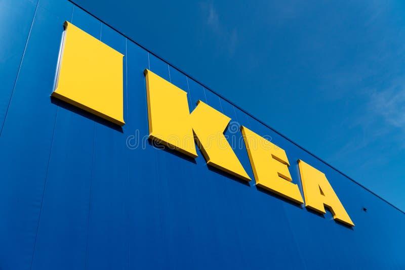 Logo extérieur de magasin d'IKEA photographie stock libre de droits
