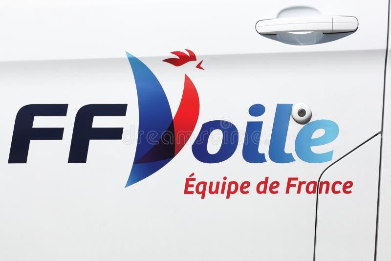 Logo français de fédération de navigation sur une voiture photo stock