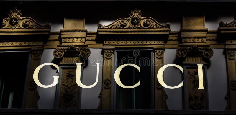 Logo Gucci Milano w Galleria Vittorio Emanuele II Włochy zdjęcia royalty free