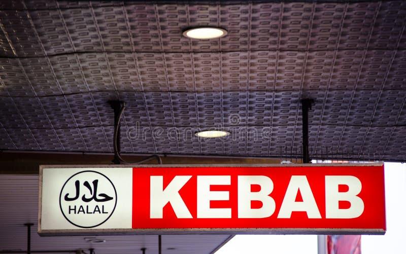Logo halal sur le signe rouge de restaurant de chiche-kebab photo libre de droits