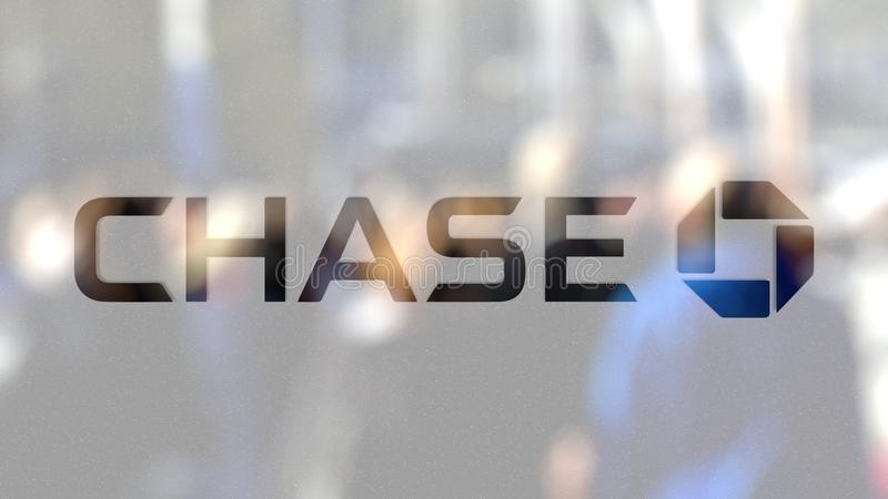 Logo JPMorgans Chase Bank auf einem Glas gegen unscharfe Menge auf dem steet Redaktionelle Wiedergabe 3D stock abbildung