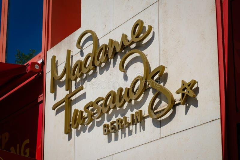 Logo Madame Tussauds na fasadzie zdjęcia stock