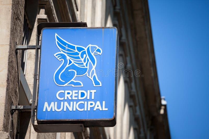 Logo municipal de crédit devant leur bureau local à Lyon C'est Credit Union municipal, une banque avec le monopole de prêteur sur photos stock