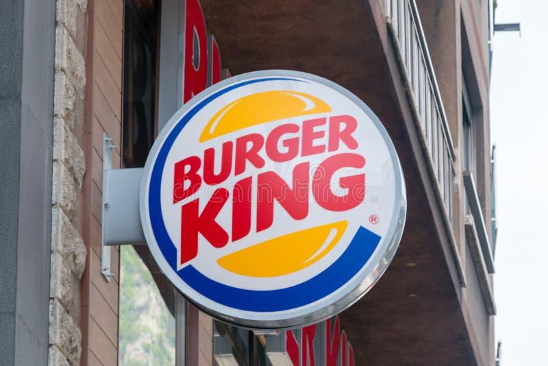 Logo och tecken av Burger King Burger King ?r en amerikansk global kedja av hamburgaresnabbmatrestauranger arkivbilder