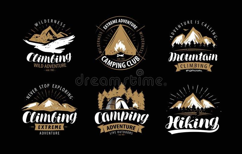 Logo rampicante e di campeggio o emblema Escursione dell'insieme di etichetta Vettore d'annata royalty illustrazione gratis
