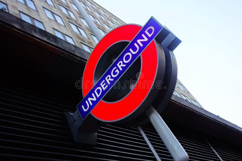 Logo souterrain à Londres photo stock