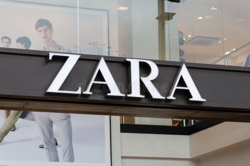 Logo Zara przy sklepem w Barcelona obraz royalty free