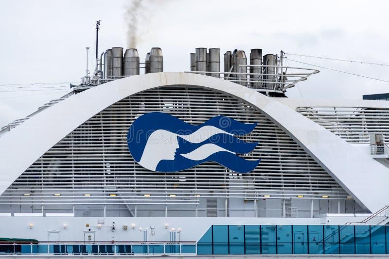 Logo/Zeichen/Emblem Prinzessin Cruises auf Emerald Princess Cruise Ship lizenzfreie stockfotografie
