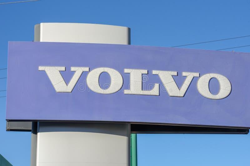 Logo znak Volvo samochodowy handlowiec przy Lugano na Szwajcaria fotografia stock