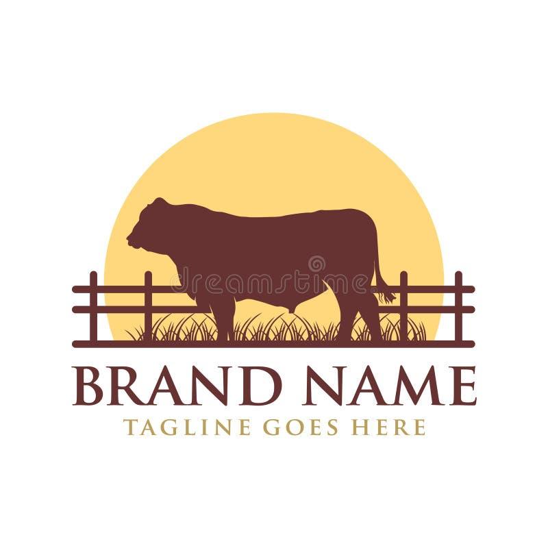 Logodesign angus ko på gräs och sol royaltyfri illustrationer