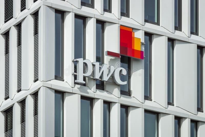 Logoen av PricewaterhouseCoopers royaltyfria bilder