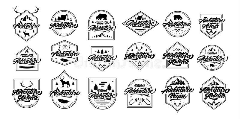 Logos réglés de inscription noirs et blancs d'aventure avec des cadres d'or Logos de cru avec des montagnes, feux, ours, cerf com illustration libre de droits