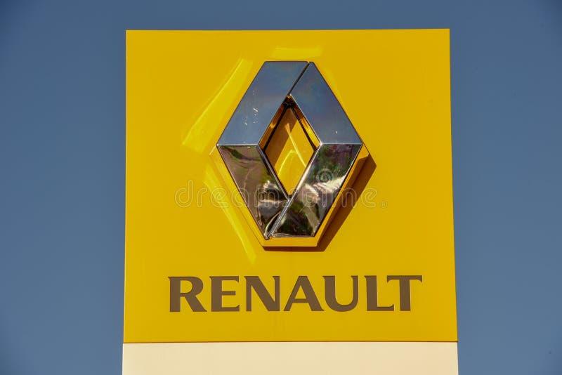 Logotecken av den Renault bilåterförsäljaren på Lugano på Schweiz royaltyfri foto