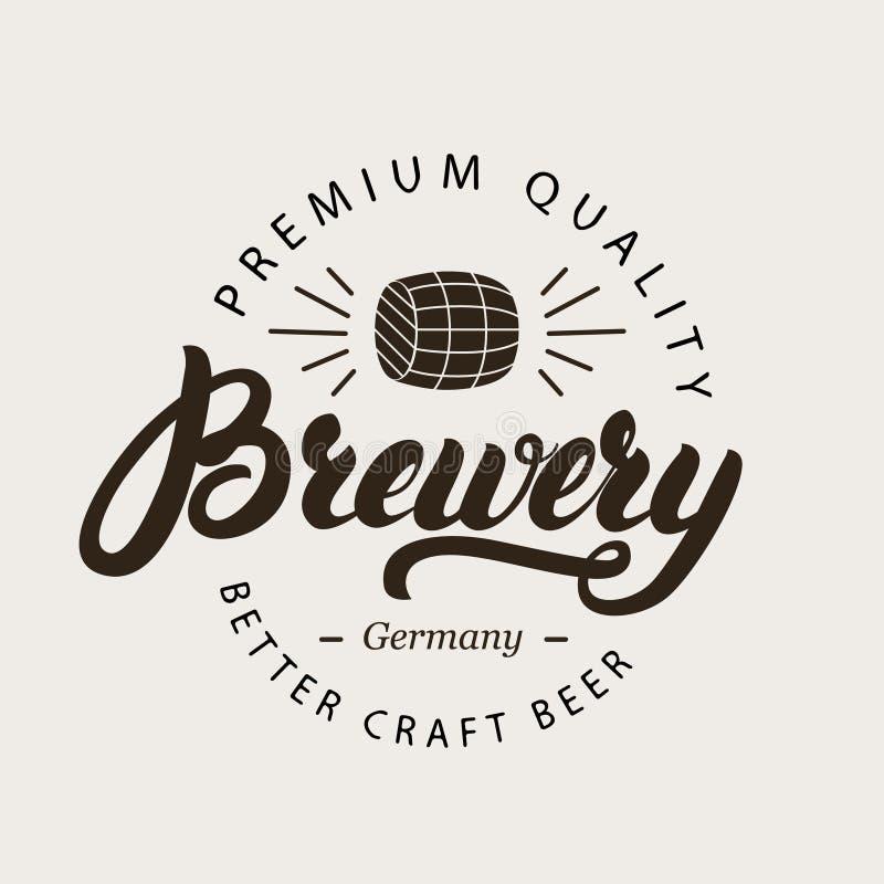 Logotipo, crachá, etiqueta ou emblema escrito mão da rotulação da caligrafia da cervejaria com o tambor de cerveja ilustração royalty free