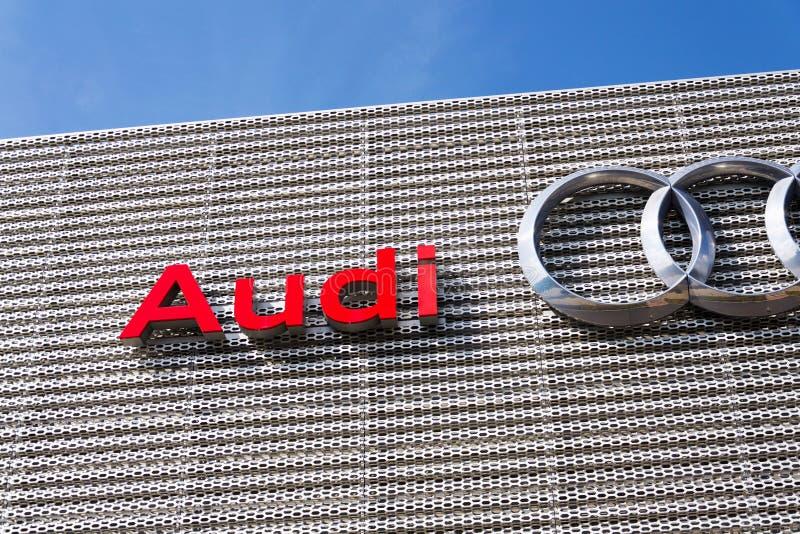 Logotipo da empresa de Audi na constru??o do neg?cio imagem de stock royalty free