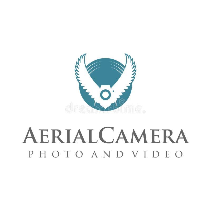 Logotipo da fotografia da câmera aérea A câmera da foto com pássaro voa o Logotype imagens de stock royalty free