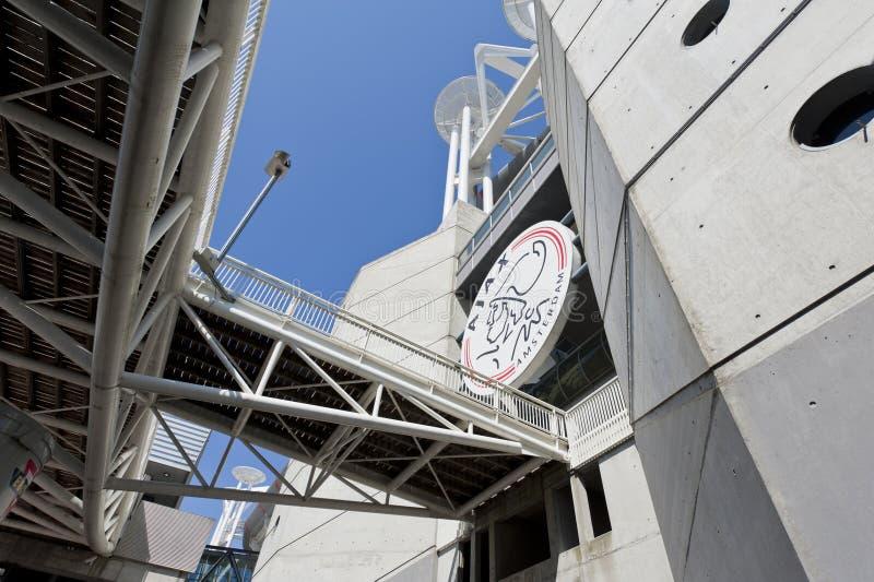 Logotipo de Ajax Amsterdão na arena de Amsterdão imagens de stock