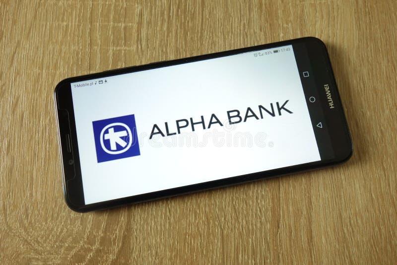 Logotipo de Alpha Bank indicado no smartphone foto de stock