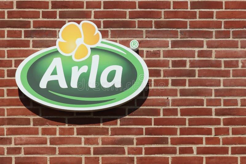 Logotipo de Arla Foods em uma parede de tijolo imagem de stock royalty free