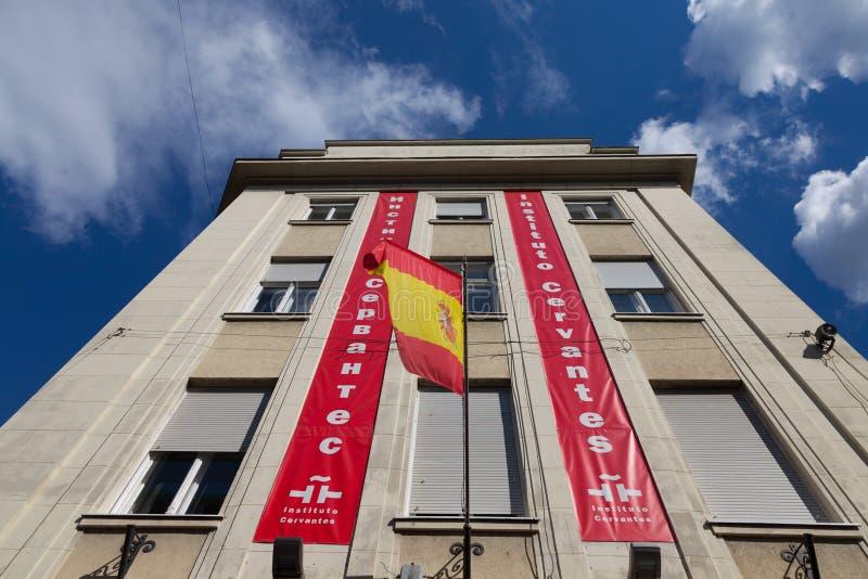 Logotipo de Cervantes Instute Instituto Cervantes en su rama de Belgrado con una bandera española imagen de archivo libre de regalías