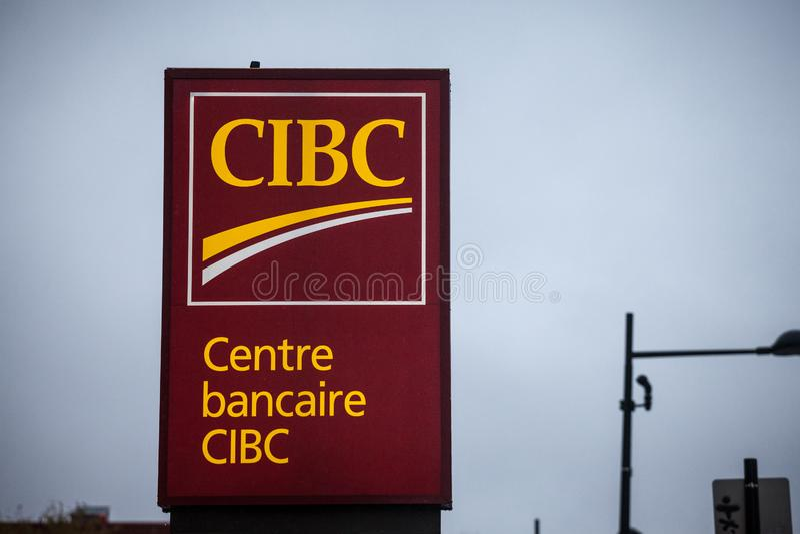 Logotipo de CIBC, na frente de um de seu centro bancário em Montreal Também banco imperial canadense chamado do comércio fotos de stock royalty free
