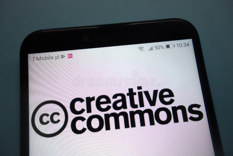 Logotipo de Creative Commons en smartphone imagen de archivo