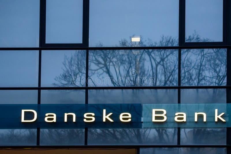 Logotipo de Danske Bank na cidade de Riga foto de stock