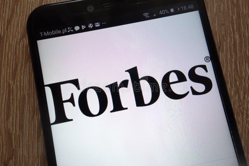 Logotipo de Forbes exhibido en un smartphone moderno imagen de archivo