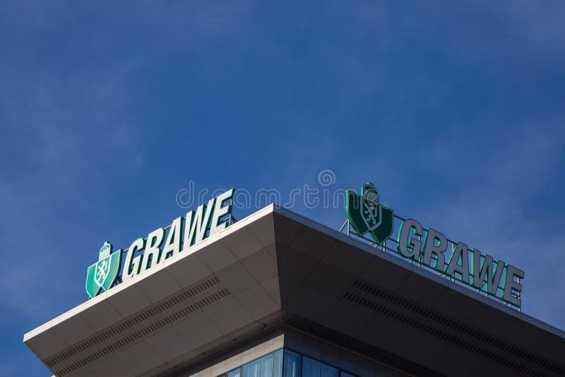Logotipo de Grawe em seu escritório principal para a Sérvia Grawe, ou Grazer Wechselseitige são uma da companhia de seguros austr imagem de stock