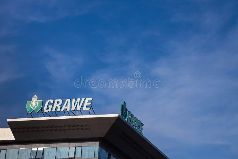 Logotipo de Grawe em seu escritório principal para a Sérvia Grawe, ou Grazer Wechselseitige são uma da companhia de seguros austr imagem de stock royalty free