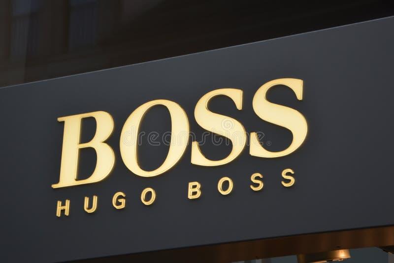 Logotipo de Hugo Boss en Berlín imagenes de archivo