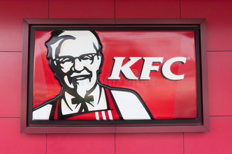 Logotipo de KFC no fundo vermelho fotos de stock royalty free