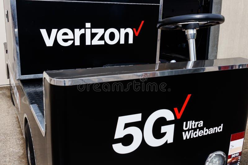 Logotipo de la banda ancha de Verizon 5G ultra Verizon 5G será 20 veces más rápidamente que 4G LTE III fotografía de archivo libre de regalías