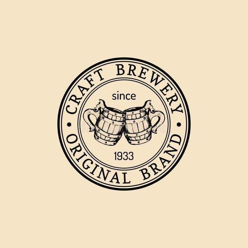 Logotipo de las tazas de cerveza de Kraft La cerveza dorada ahueca la muestra retra La mano bosquejó el ejemplo de la cerveza ing stock de ilustración