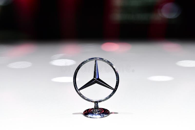 Logotipo de Mercedes-Benz en la exhibición en la expo internacional del motor de Tailandia fotografía de archivo libre de regalías