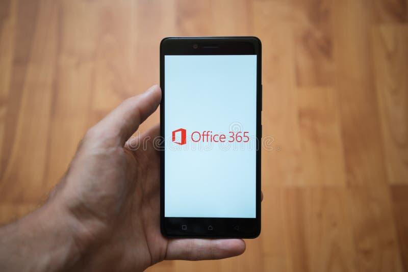 Logotipo de Microsoft Office 365 en la pantalla del smartphone foto de archivo