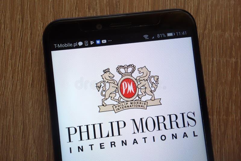 Logotipo de Philip Morris International indicado em um smartphone moderno foto de stock