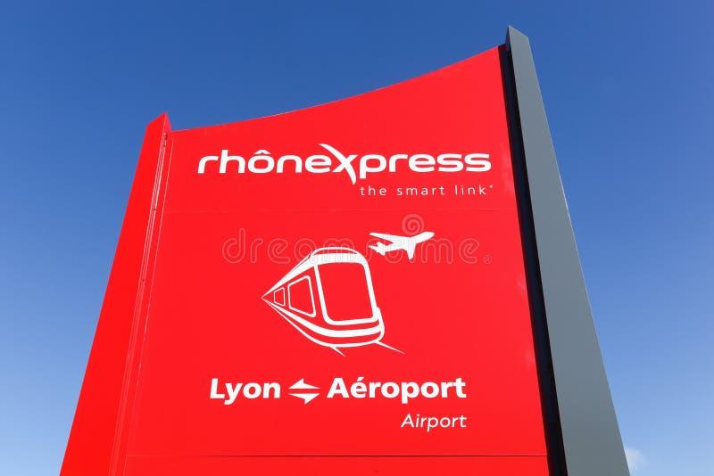 Logotipo de Rhonexpress em um painel em Lyon, França fotos de stock royalty free