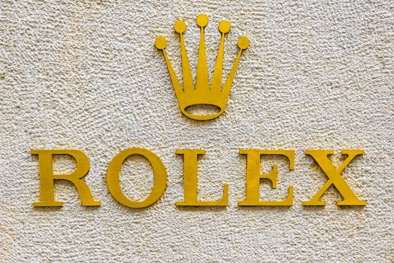 Logotipo de Rolex em uma área exclusiva de Milão, Itália imagens de stock