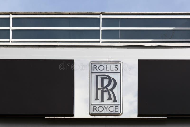Logotipo de Rolls Royce em uma parede fotografia de stock royalty free